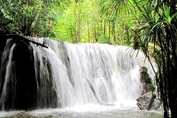 Suối Tranh Khung Cảnh Bước Ra Từ Trong Tranh Vinpearl Holidays Phú Quốc Hotel